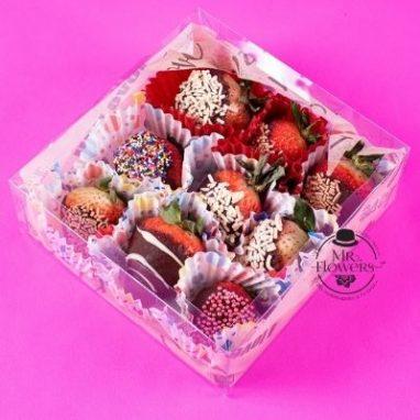 Caja con 9 fresas con chocolate