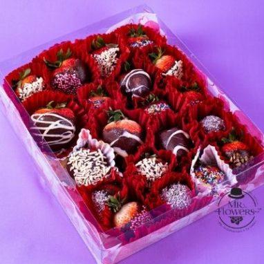 caja con 20 fresas con chocolate