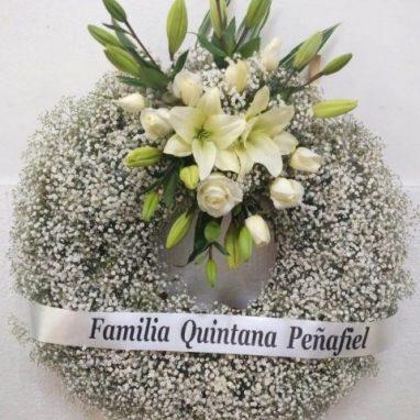 Flores a domicilio -Corona de Gypso y Arreglo floral con banda