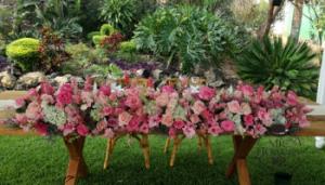 Mesa de novios fucsia, rosa y blanco
