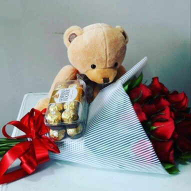 Ramo de rosas con chocolates ferrero