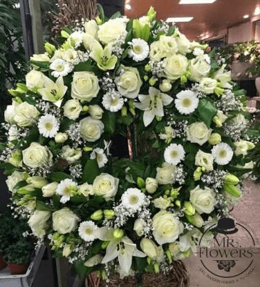 Corona Mediana con Rosas, Gerberas, Lilis y Lisianthus